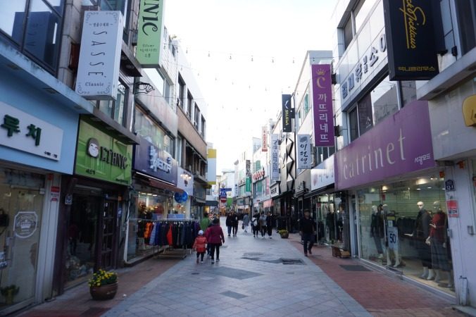 Jinnamro Shopping Street